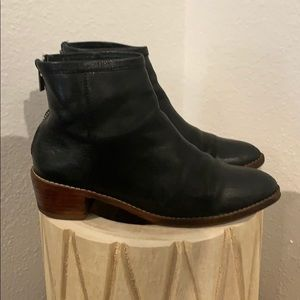 Auth loeller randall black leather ankle boots 7.5
